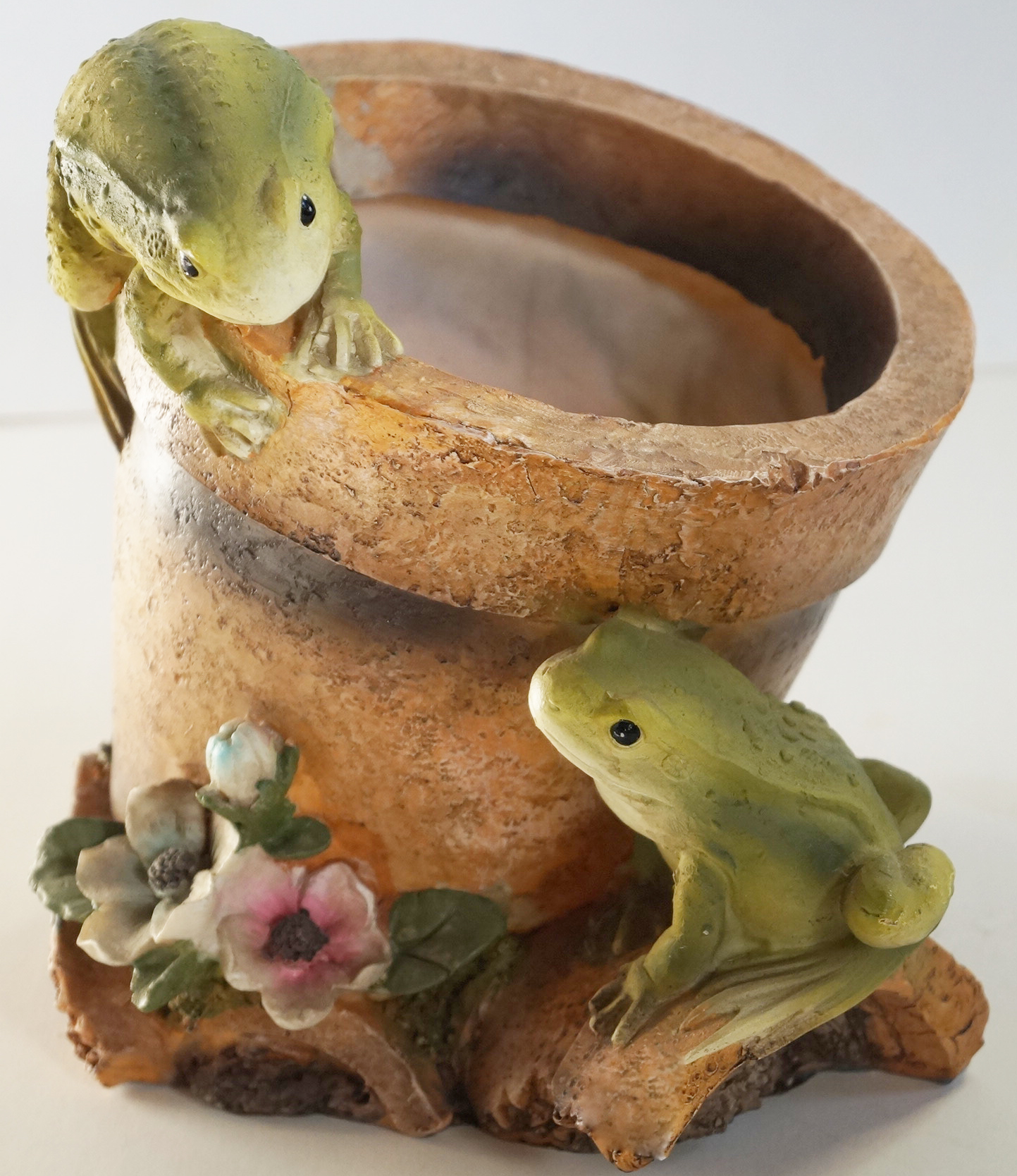 Декоративна саксия две жабки кашпа (Decorative pot two frogs)